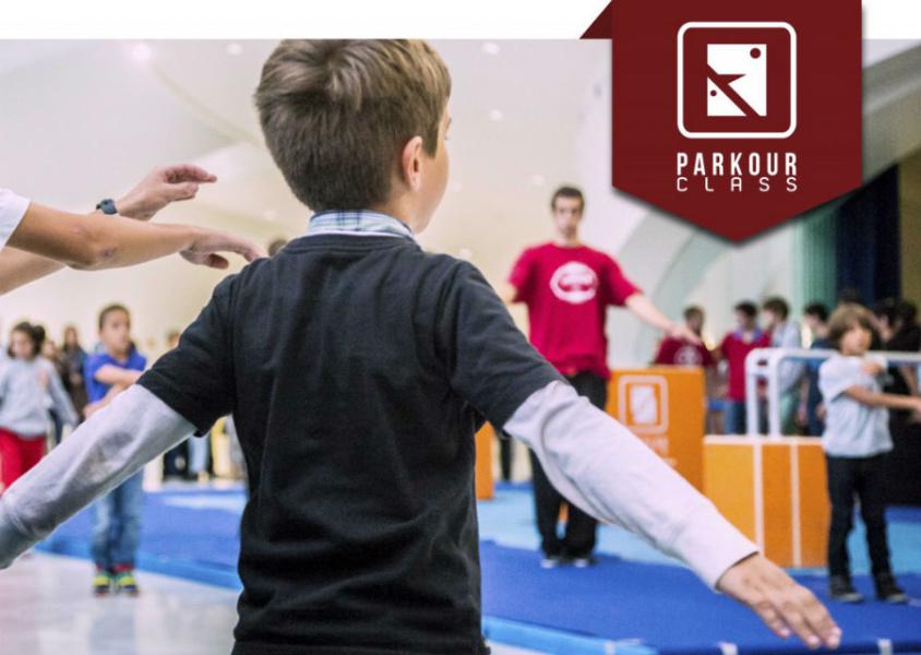 Parkour para niños en un gimnasio