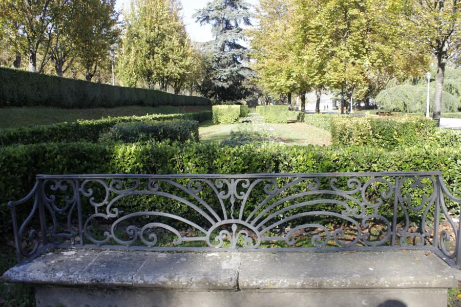 Paseo por el parque de la taconera en pamplona for Jardines de la taconera