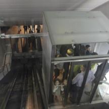 Interior del ascensor urbano de Pamplona