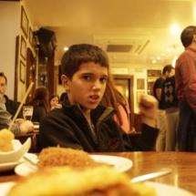 Ir de pinxos por Pamplona es un plan con el que los niños disfrutan mucho