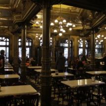 Interior del Café Iruña, en Pamplona