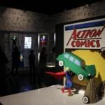 Exposición de superhéroes hechos con Lego