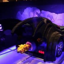 Batmóvil a tamaño real en la exposición de superhéroes de DC en Lego