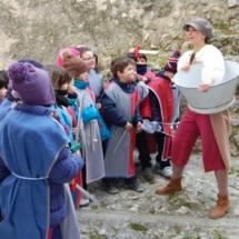 Visita de un colegio al Castillo de Cuéllar. Foto de la Oficina de Turismo de Cuéllar.