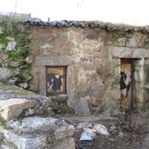Ruta por las casas pintadas de Fresnedilla de la Oliva, en Madrid