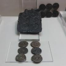 Moldes y monedas antiguas