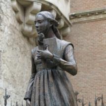 Estatua de Catalina de Castilla