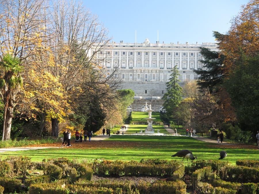 Vista del Palacio Real desde los Jardines del Campo del Moro