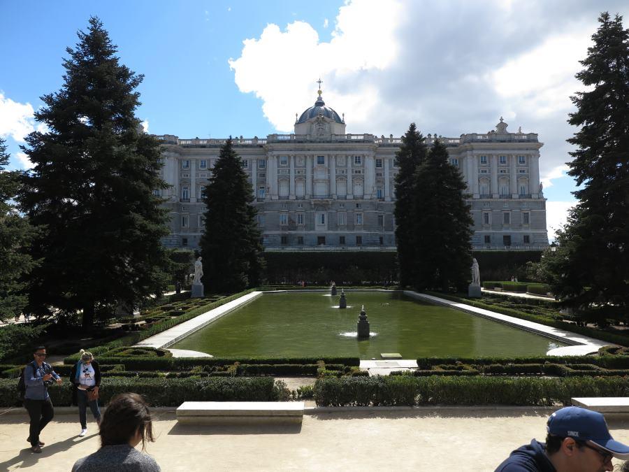Los jardines de sabatini que no hizo sabatini - Jardines palacio real madrid ...