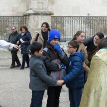 Jugando, durante la visita teatralizada a Alcalá de Henares