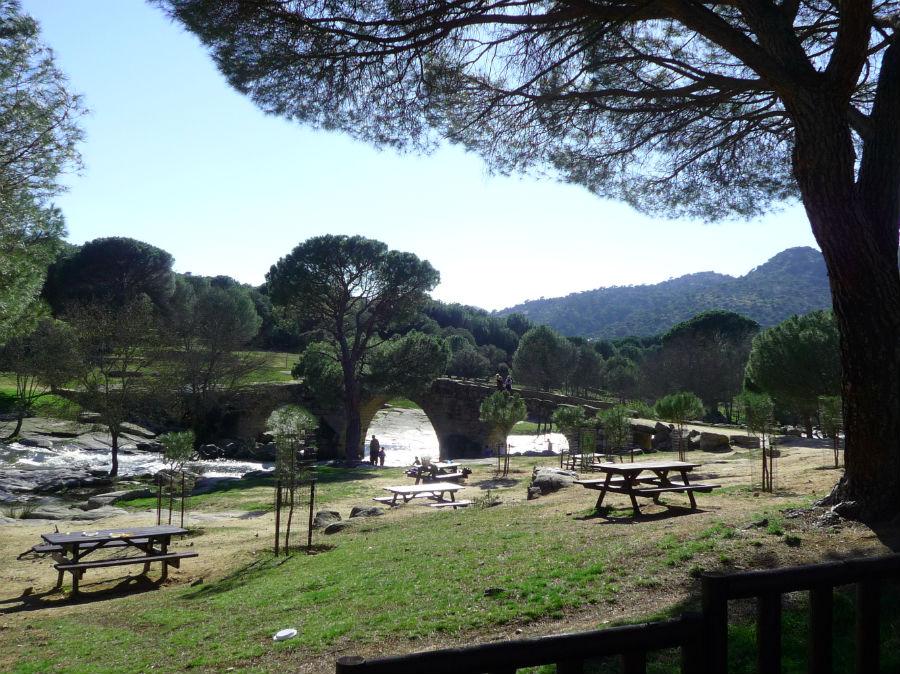 Organizar un picnic en un lugar bonito es un planazo familiar para abril