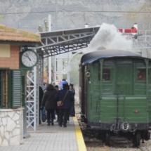 Viaje en tren de vapor antiguo