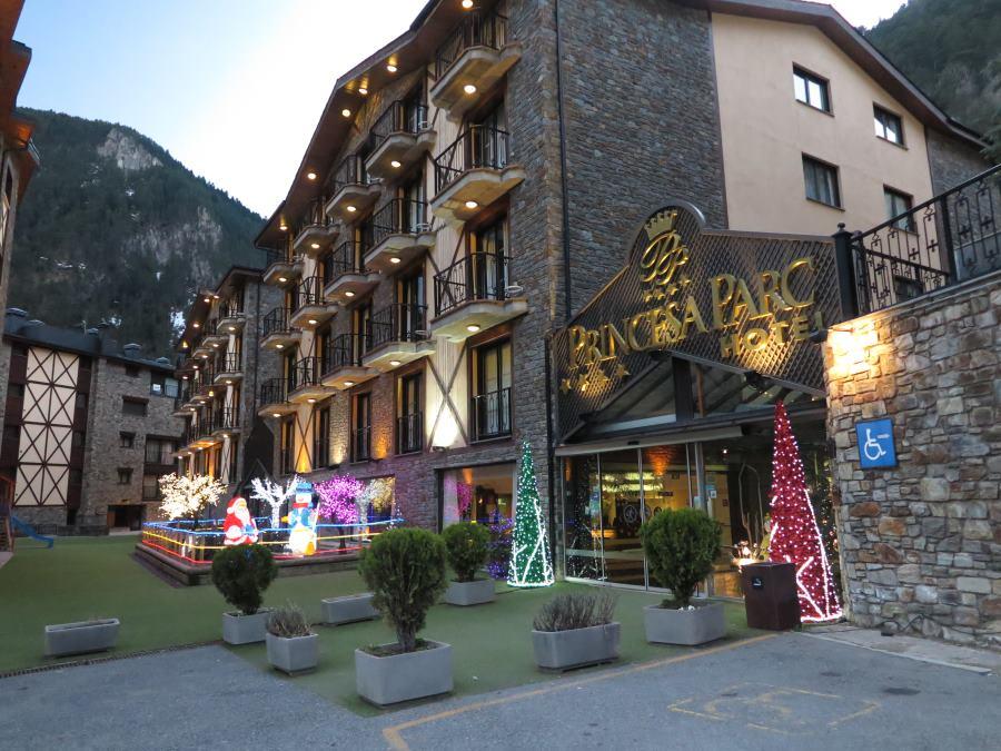 El hotel Princesa Parc mantiene la decoración navideña durante toda la temporada de esquí