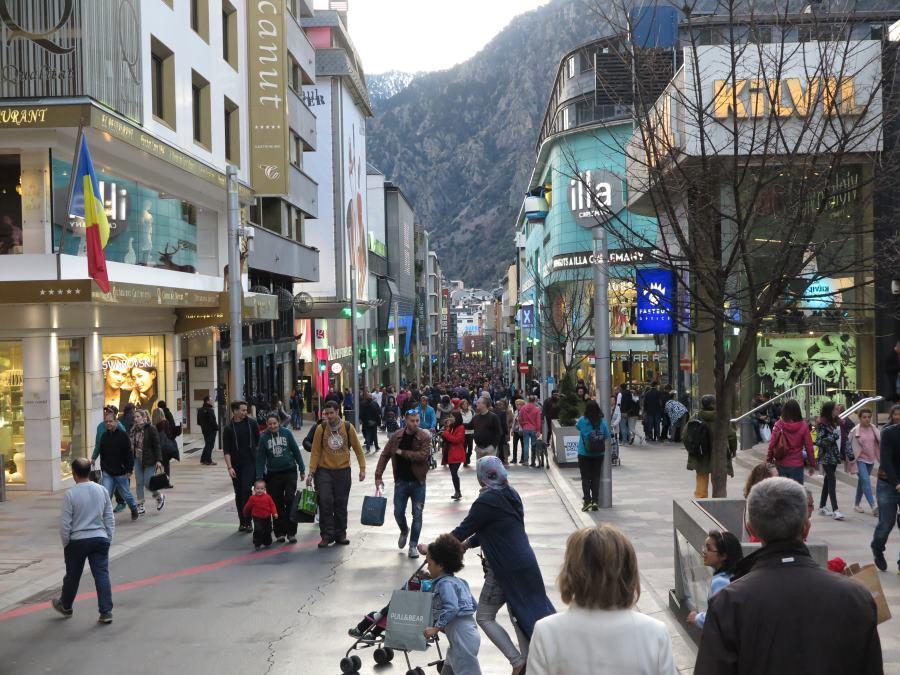 Calle de las tiendas de Andorra la Vella