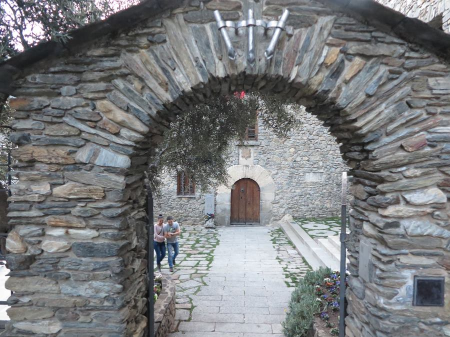 Acceso a la Casa de la Vall