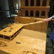 Maqueta del edificio del antiguo puerto fluvial de Zaragoza