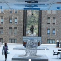 plaza con esculturas andorra la vella