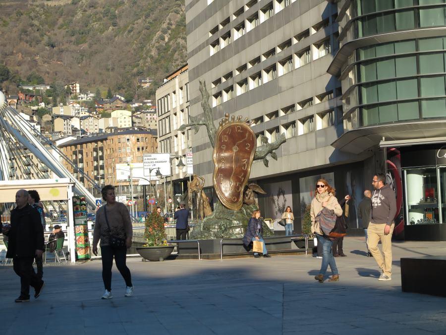 Reloj blando de Dalí en Andorra la Vella