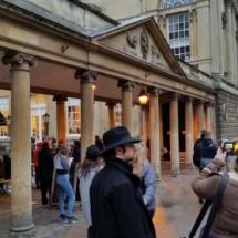 Entrada a la plaza de las termas de Bath