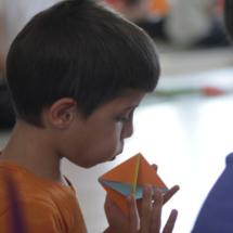 Con el juego, los niños aprenden a meditar.