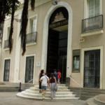 Entrada del Museo de Cádiz, una institución histórica