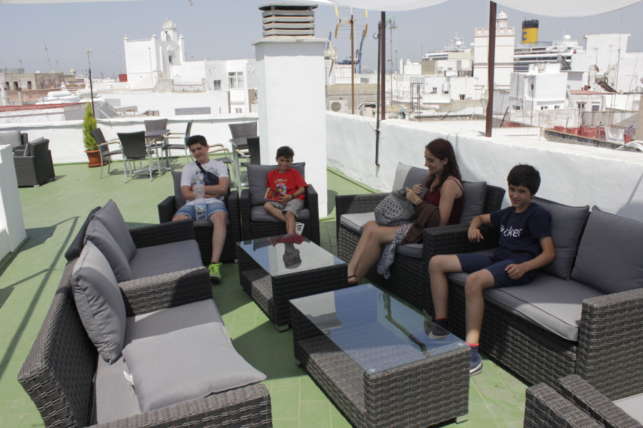 Zona 'chill out' del hotel Las Cortes, en Cádiz