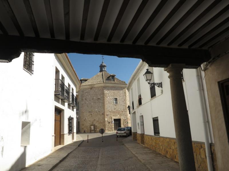 Al fondo, ermita de la Vera Cruz