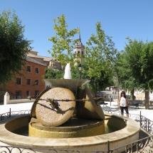 Fuente de Tembleque, con piedras de molino