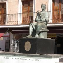 Estatua de Alfonso X El Sabio en la plaza mayor de Ciudad Real