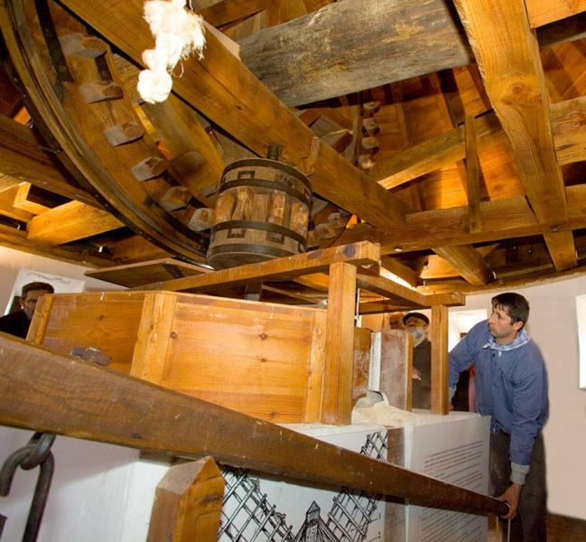 Maquinaria de un molino de viento manchego