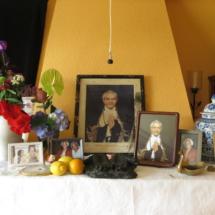 """Interior de la """"escuela"""" de meditación en La Peral"""