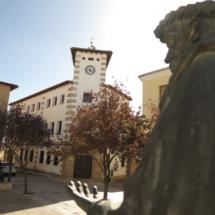 Ayuntamiento y estatua de Fray Luis de León