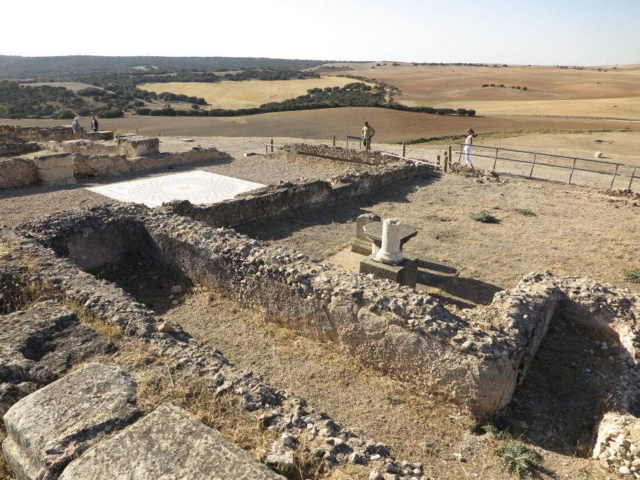 Restos de edificios de la antigua ciudad romana de Segóbriga