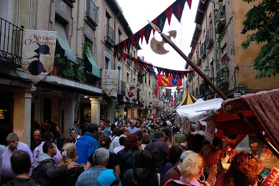 Mercado Cervantino de Alcalá de Henares, Calle Mayor