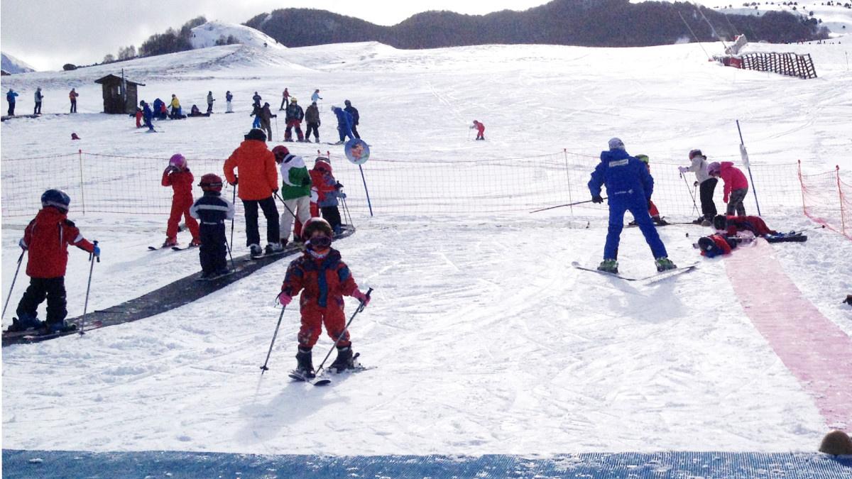 Recinto de un curso de esquí para peques