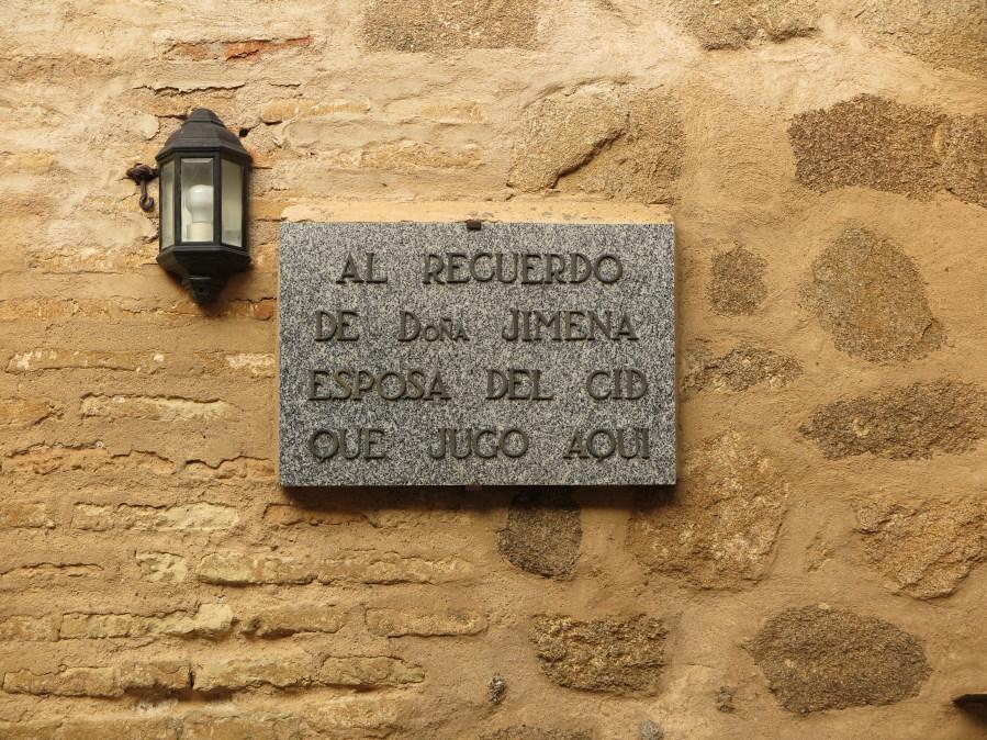 Placa conmemorativa de la estancia de Doña Jimena en el Castillo de Orgaz