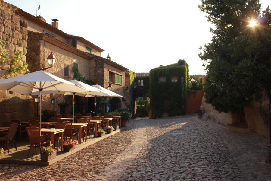 Calle de Peratallada, un precioso pueblo medieval en Girona