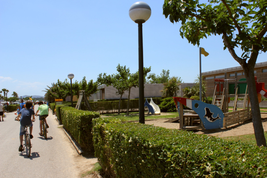 Calle del camping La Ballena Alegre, en Girona