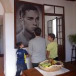 Retrato de Miguel Hernández en su casa-museo de Orihuela
