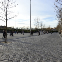 Paseo pavimentado de un tramo del Madrid Río