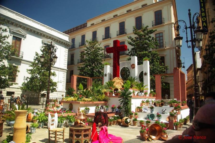 El 3 de mayo es el día de las Cruces en Granada