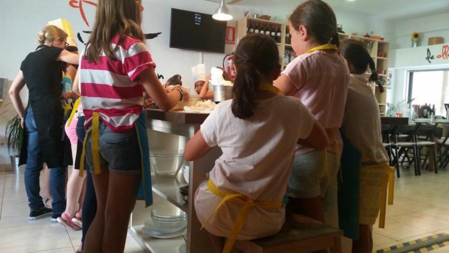 Taller de cocina infantil en Madrid. ©De Olla y Sartén
