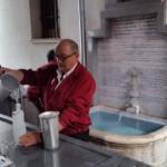 Beber agua del santo, una tradición de San Isidro