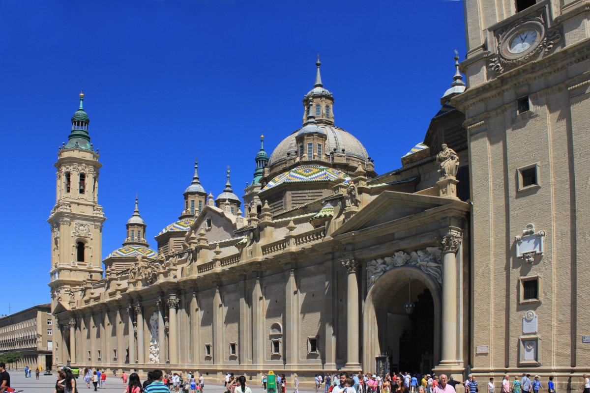 Vista de una de las fachadas de la Basílica del Pilar de Zaragoza