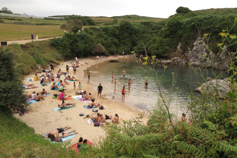 Playa de Gulpiyuri, un entorno envidiable en Asturias