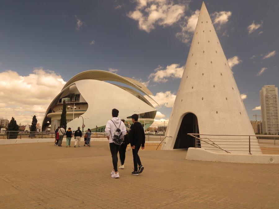 Al fondo, el Palau de les Arts de la Ciudad de las Ciencias