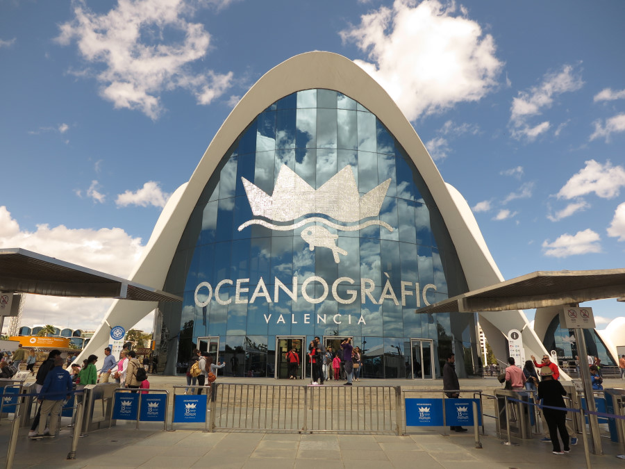 Acceso al edificio del Oceanogràfic