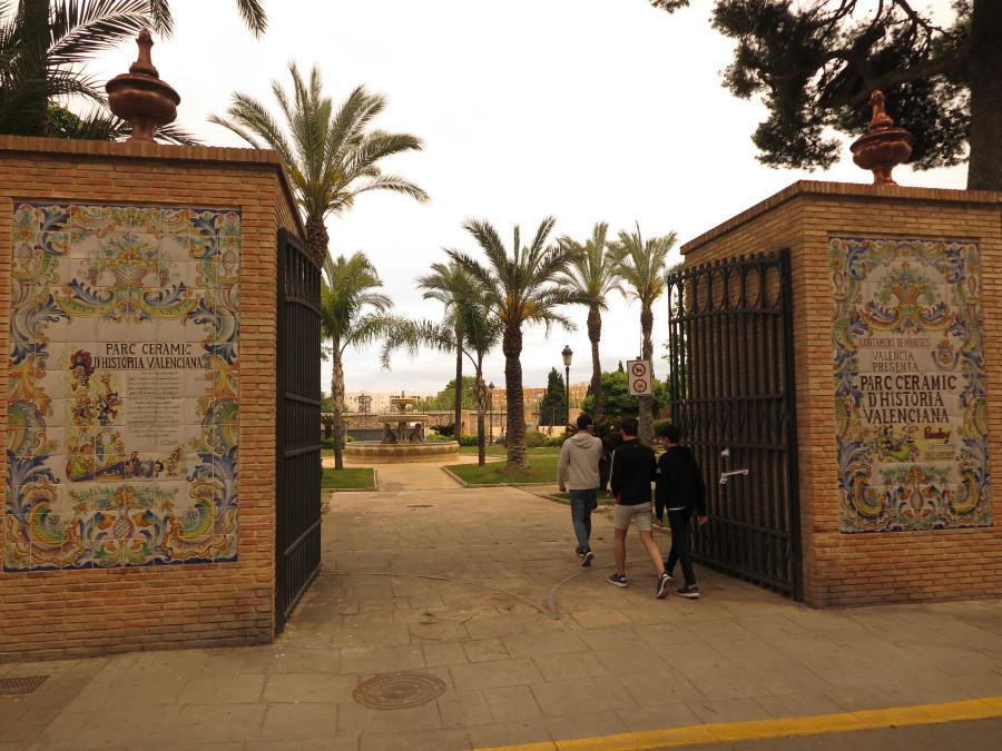 Acceso a un parque municipal de Manises