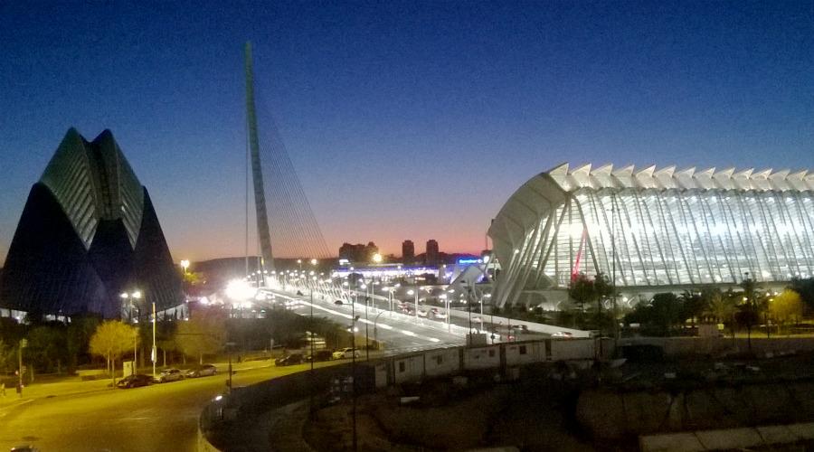 Vista de la Ciutat de les Arts i les Ciències al anochecer