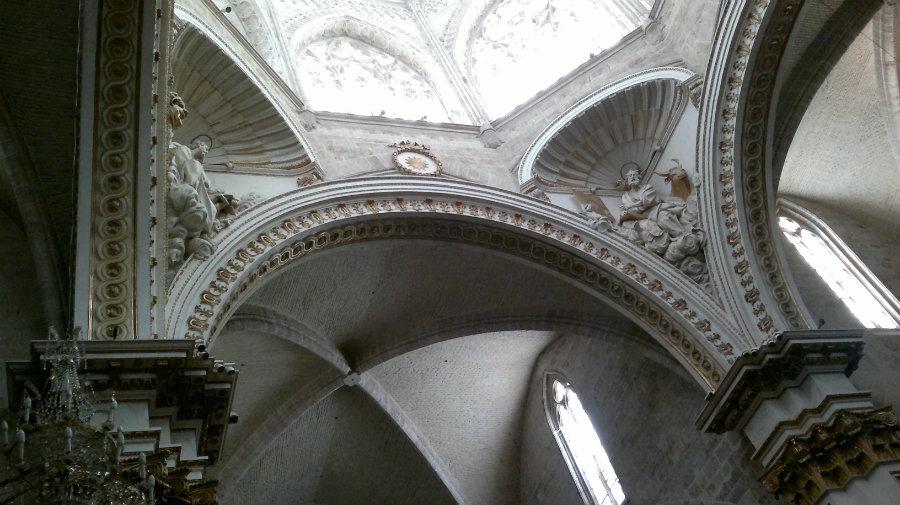 Detalles decorativos del interior de la catedral de Valencia